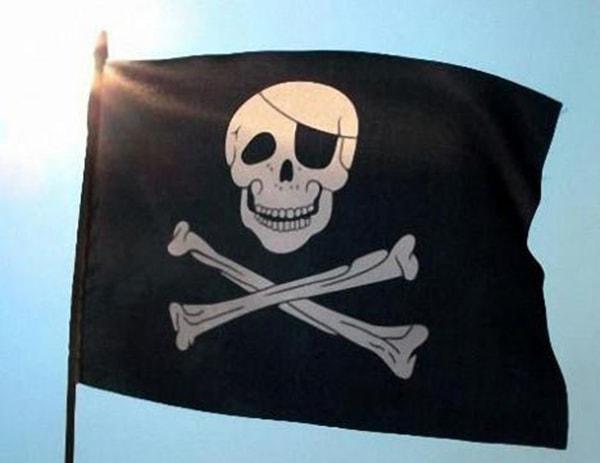 piratskij-flag-min