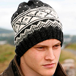 Мужская шапка жаккардовым узором