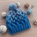 Модная шапка с косами, связанная градиентом