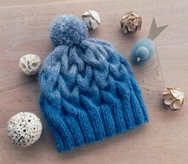 Модная шапка с косами, связанная градиентом 1 2