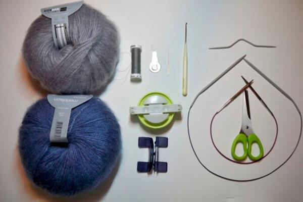 Модная шапка с косами, связанная градиентом 2 1