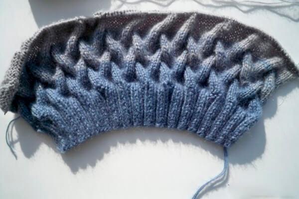 Модная шапка с косами, связанная градиентом 24