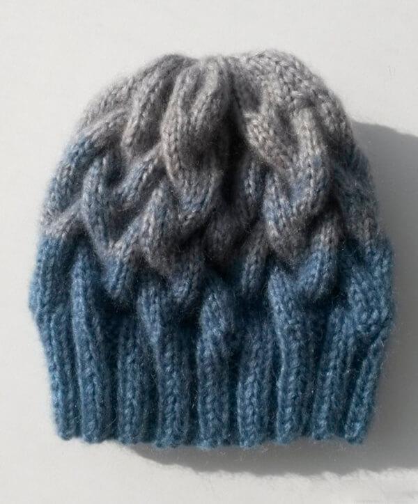 Модная шапка с косами, связанная градиентом 29