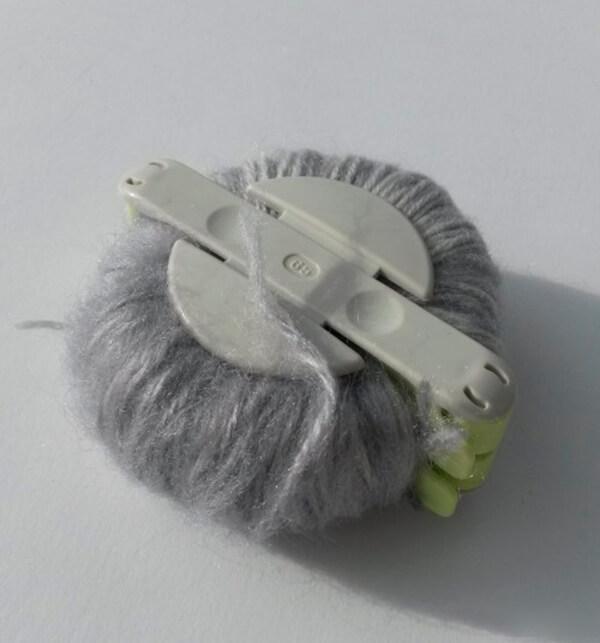 Модная шапка с косами, связанная градиентом 30