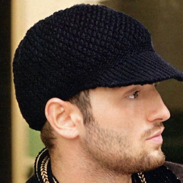 Мужская вязаная шапка с козырьком: как связать спицами ...