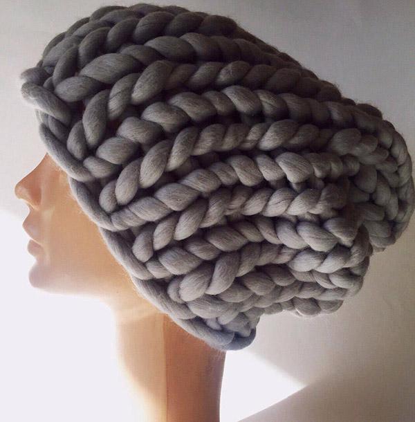 Модная женская шапка крупной вязки спицами шапка крупной вязки спицами 15