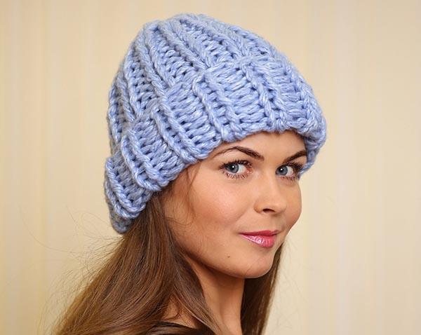 шапка крупной вязки с отворотом как связать спицами схема вязания