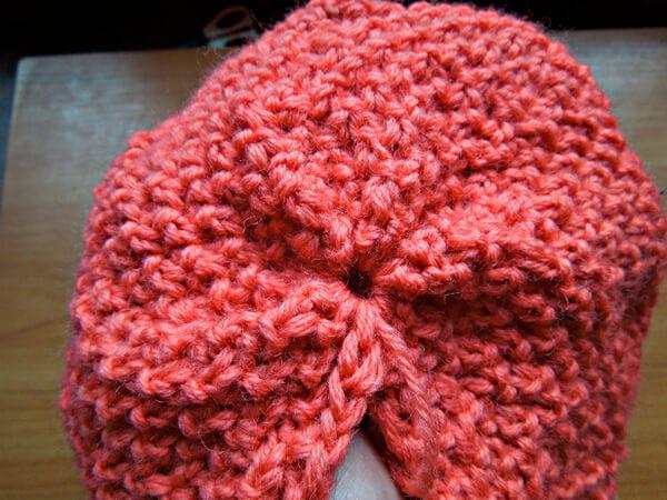 Яркая и стильная шапочка узором «Рис» шапка узором рис спицами 12