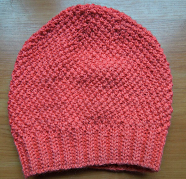 Яркая и стильная шапочка узором «Рис» шапка узором рис спицами 14