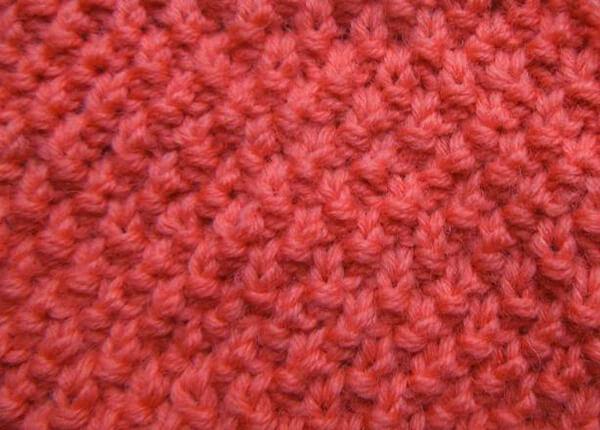 Яркая и стильная шапочка узором «Рис» шапка узором рис спицами 6