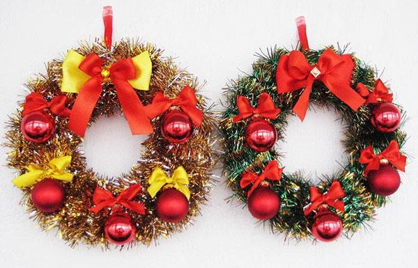 Новогодний венок из мишуры — украшаем дом к Новому году 7 1