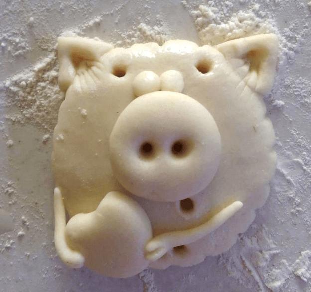 Поделка Свинья из соленого теста: оригинальный подарок на Новый год 2019 10 1