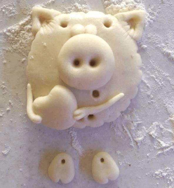 Поделка Свинья из соленого теста: оригинальный подарок на Новый год 2019 11 1