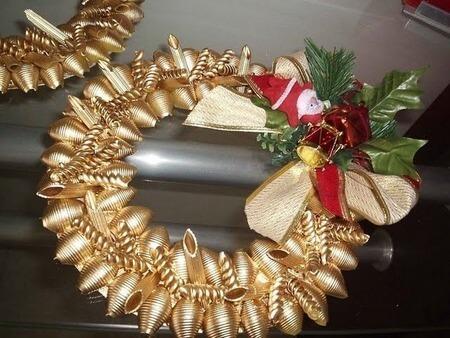 Венок из макарон на Рождество своими руками 2 3