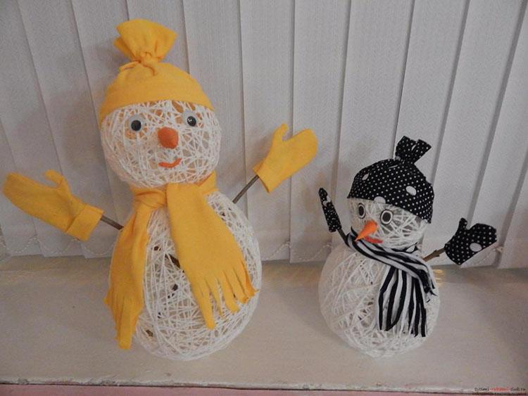 Снеговик из ниток: оригинальное украшение на Новый год 4 3