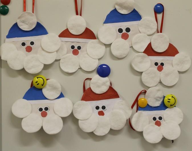 Дед Мороз из ватных дисков: поделка для детского сада ded moroz diskov 1
