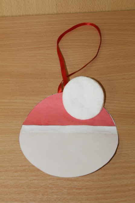 Дед Мороз из ватных дисков: поделка для детского сада ded moroz diskov 10