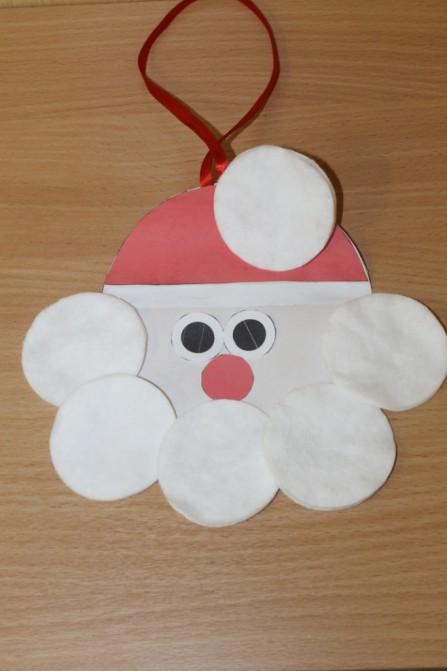 Дед Мороз из ватных дисков: поделка для детского сада ded moroz diskov 12