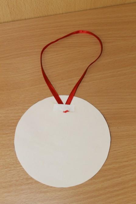 Дед Мороз из ватных дисков: поделка для детского сада ded moroz diskov 5