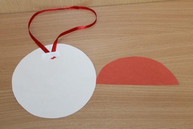 Дед Мороз из ватных дисков: поделка для детского сада ded moroz diskov 7