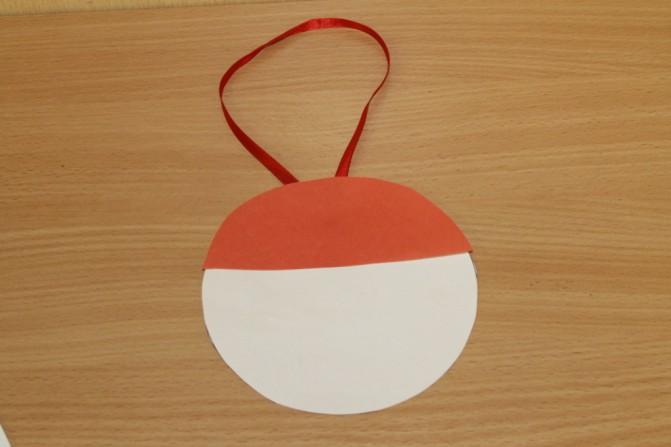 Дед Мороз из ватных дисков: поделка для детского сада ded moroz diskov 8