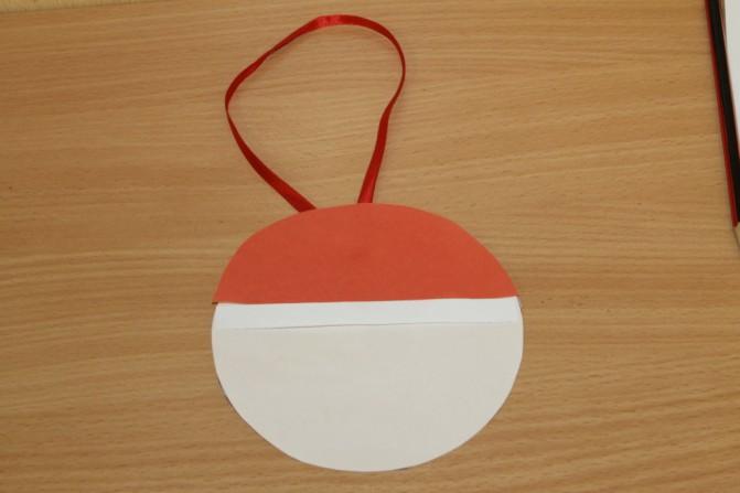 Дед Мороз из ватных дисков: поделка для детского сада ded moroz diskov 9
