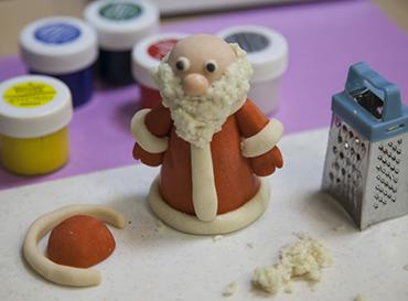 Как сделать деда Мороза из соленого теста? ded moroz iz testa 5