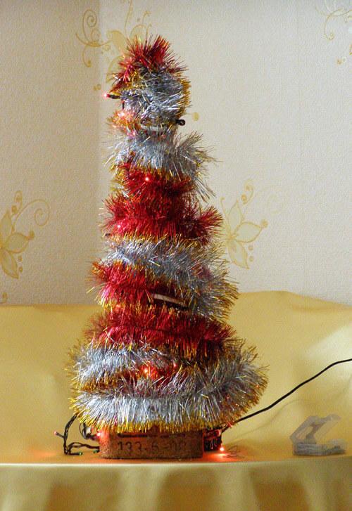 Елочка из мишуры на Новый год: различные способы создания elka iz mishury 26