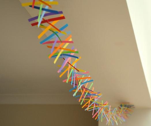 Гирлянда из цветной бумаги — красивая и простая поделка girlyanda iz cvetnoj bumagi 2