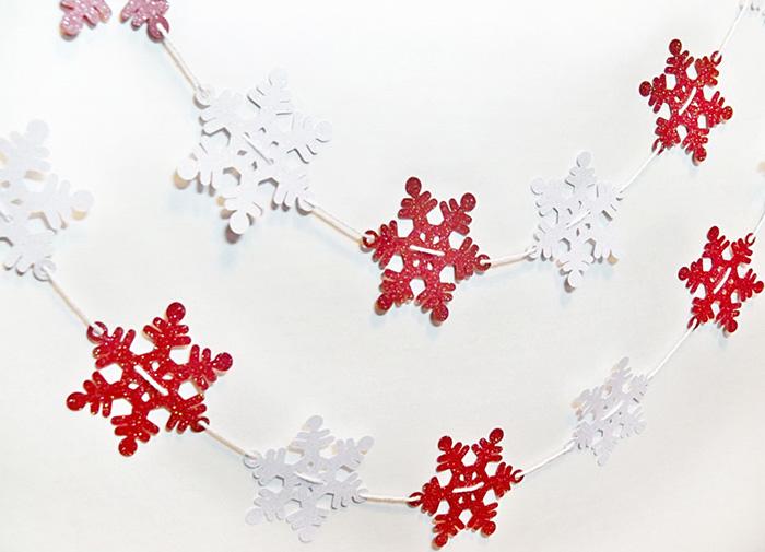 Снежинки гирлянды из бумаги: украшаем квартиру на Новый год girlyanda iz snezhinok 6 1
