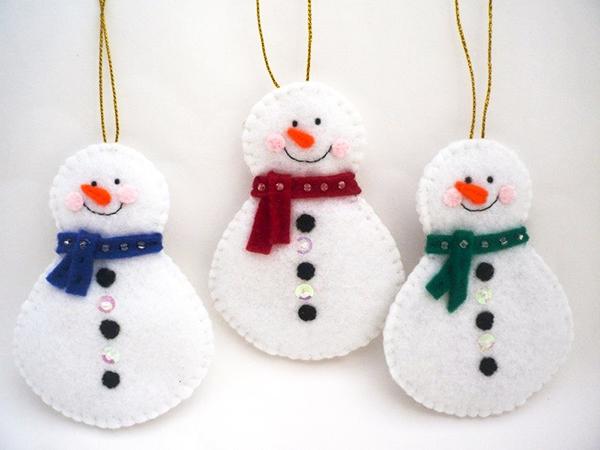 Снеговик из фетра: детская поделка к новому году kak sdelat snegovika iz fetra 1