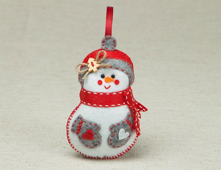 Снеговик из фетра: детская поделка к новому году kak sdelat snegovika iz fetra 10 1