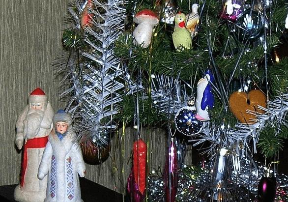 Использование мишуры в оформление елки, помещения kak ukrasit elku 14