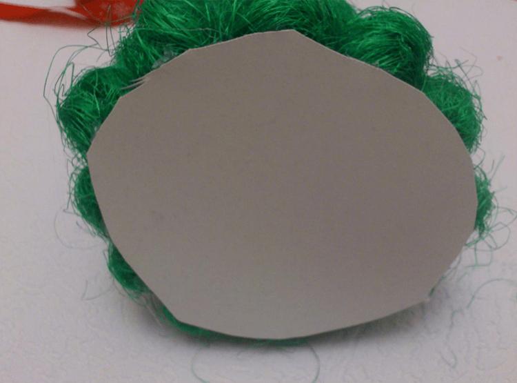 Поделки из шариков сизаля: елочка на Новый год podelka iz sizalya 7