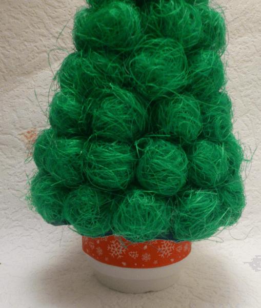 Поделки из шариков сизаля: елочка на Новый год podelka iz sizalya 8