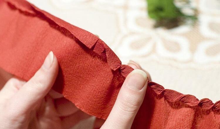 Новогодние поделки из гофрированной бумаги: украшаем дом своими руками podelki iz gofrirovannoj bumagi na novyj god 6 10