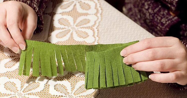 Новогодние поделки из гофрированной бумаги: украшаем дом своими руками podelki iz gofrirovannoj bumagi na novyj god 6 7