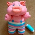 Поросенок из носка на Год желтой свиньи