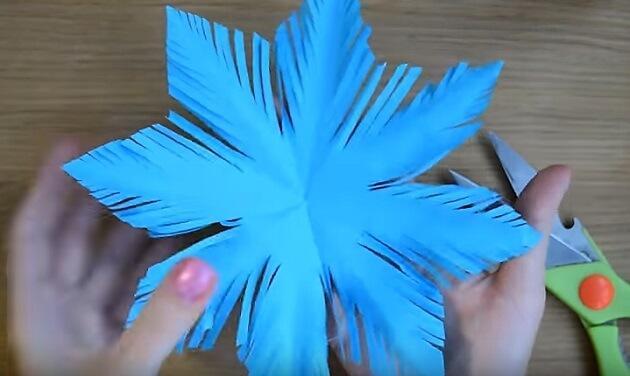 Пушистые снежинки своими руками   красивое украшение для Нового года pushistaya snezhinka 15
