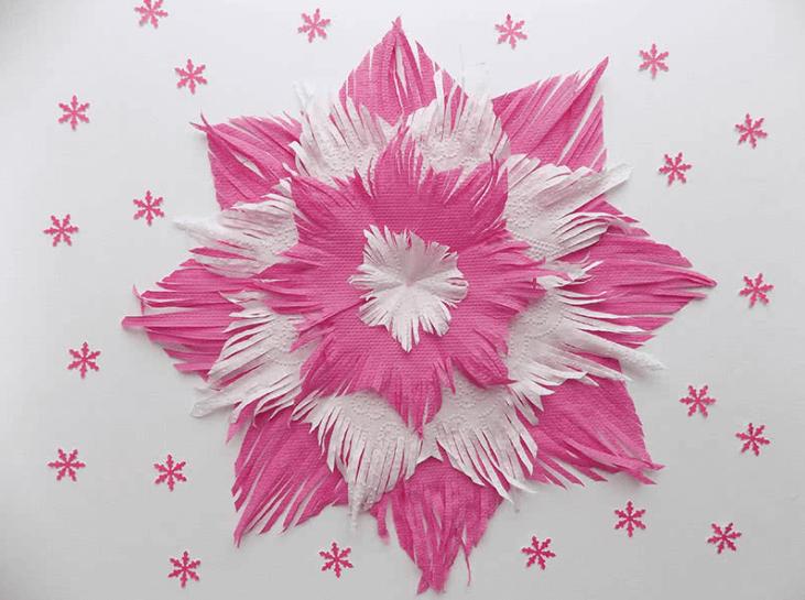 Пушистые снежинки своими руками   красивое украшение для Нового года pushistaya snezhinka 25