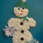 Снеговик из ватных дисков: веселая поделка для детей