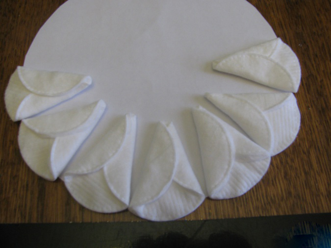 Снеговик из ватных дисков: веселая поделка для детей snegovik iz diskov 5