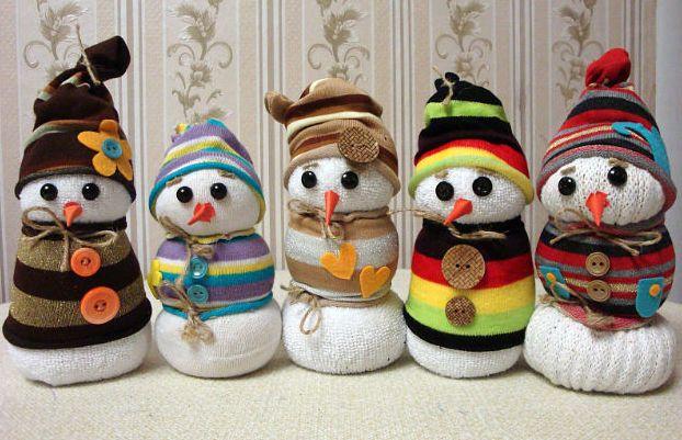 Детская поделка Снеговик из носка: пошаговый мастер класс snegovik iz noska 10