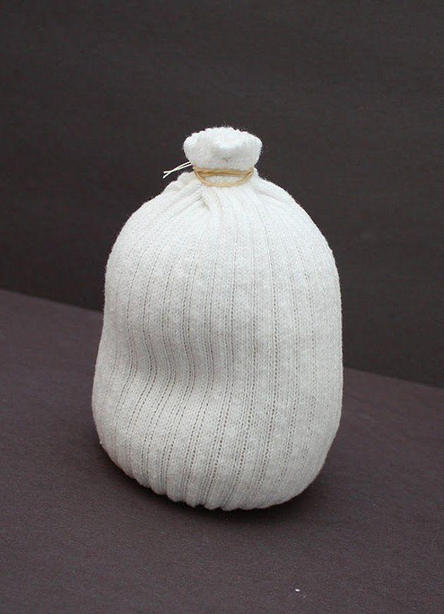 Детская поделка Снеговик из носка: пошаговый мастер класс snegovik iz noska 2
