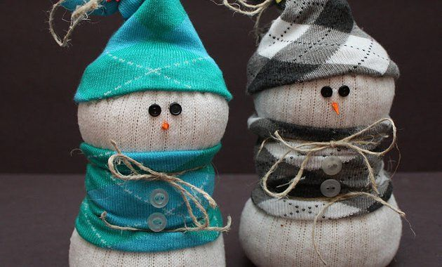Детская поделка Снеговик из носка: пошаговый мастер класс snegovik iz noska 4