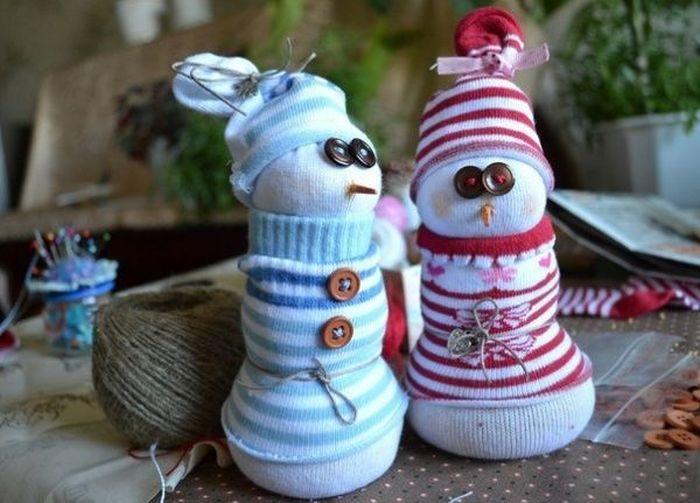 Детская поделка Снеговик из носка: пошаговый мастер класс snegovik iz noska 5