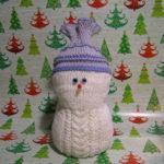 Новогодняя поделка Снеговик: мастер класс спицами