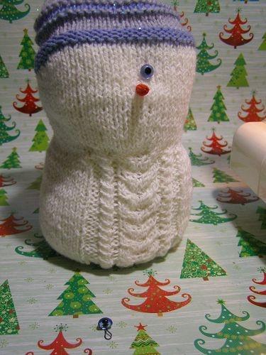 Новогодняя поделка Снеговик: мастер класс спицами snegovik spicami 9