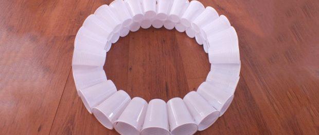 Снеговик из пластиковых стаканчиков: пошаговая инструкция snegovik svoimi rukami 3