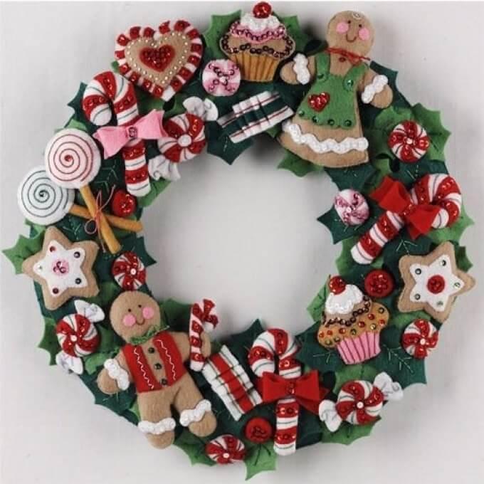 Яркий венок из фетра на дверь к Рождеству или Новому году venok 16